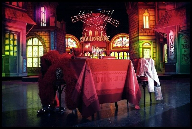 moulin rouge nappe cancan
