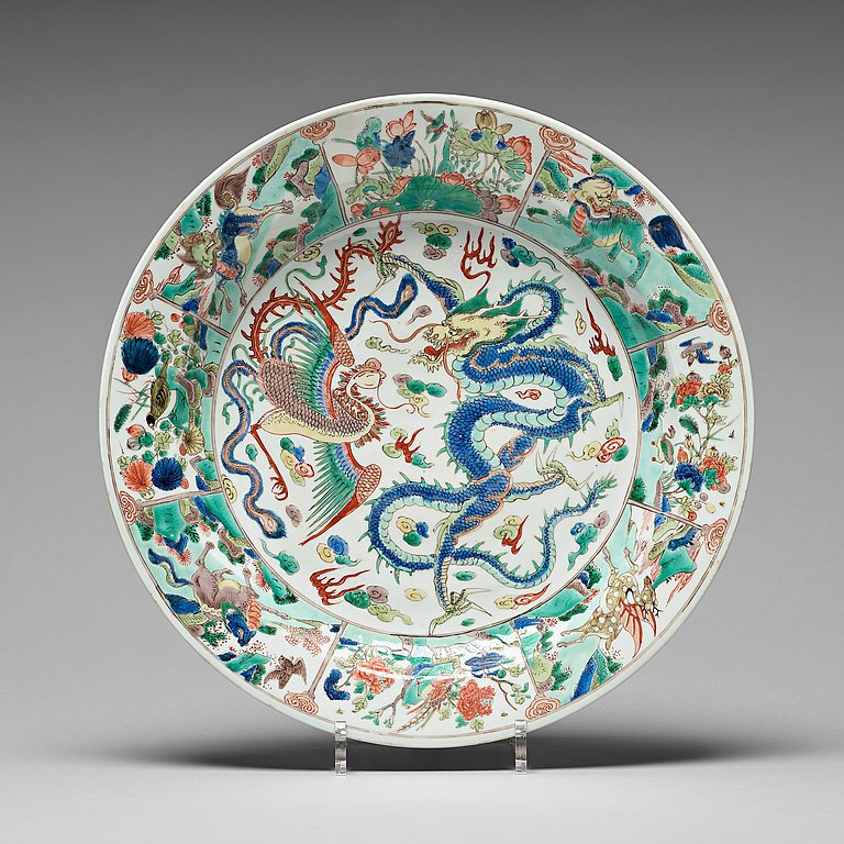 A famille verte dish with dragon and phoenix motif, Qing dynasty, Kangxi (1662-1722)