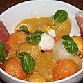 Chiffonnade jambon, deux melons et mozzarella, sauce olives