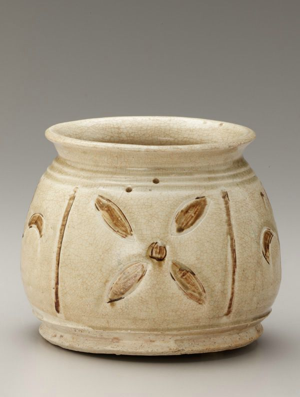 Jar with incised decoration, 13th-14th century. Trân dynasty. Vi