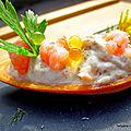 Mini canapés forme barquette garnis de crème maquereaux - crevettes - perles de citron
