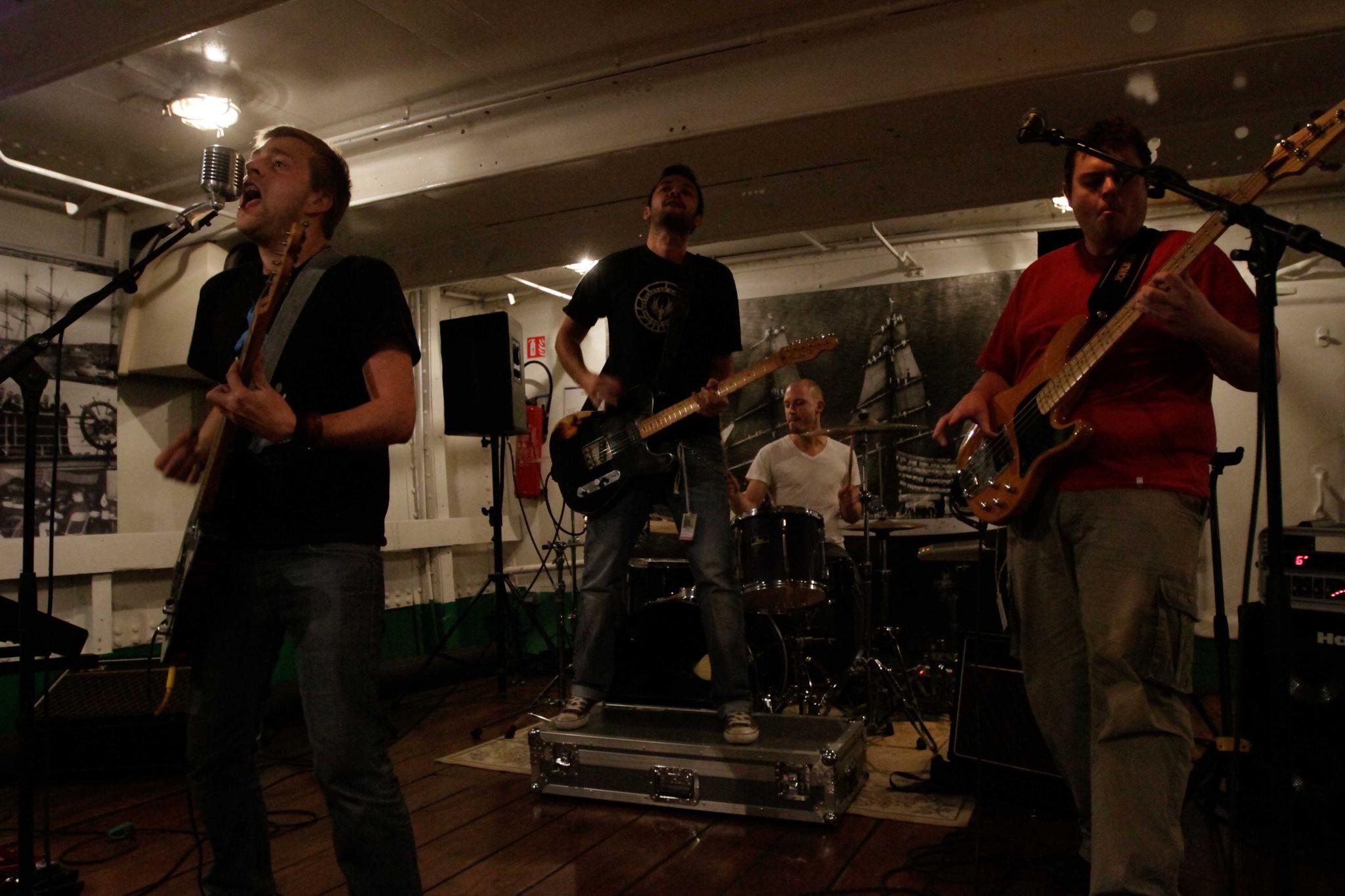 KillMeThisMonday-Bistrophonik2-Dunkerque-DuchesseAnne-2012-7