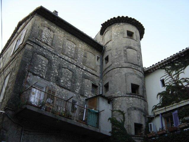 Le bâtiment de la Machine et la tour