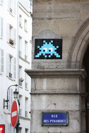space_invaders_rue_des_pyramides