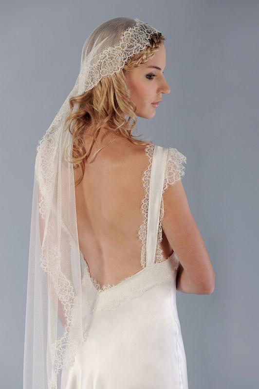 Voile de mariée en dentelle avec robe mariage avec dos nu, de chez mlleloulou