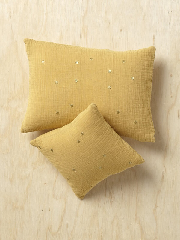 coussin-gaufre-a-pois-brodes