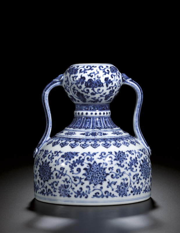 A rare blue and white double-gourd flask, Seal mark and period of Qianlong (1736-1795)