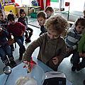 école d'Arleux, les petits font des crêpes (février 2012)