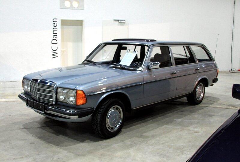 Mercedes 230 T break (W123) de 1980 (RegioMotoClassica 2010) 01