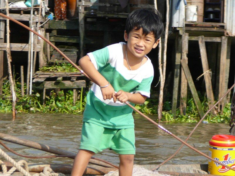 petit garçon dans le delta