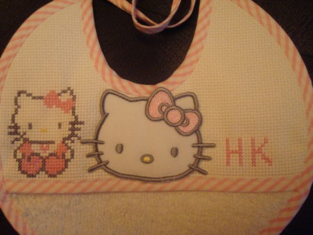 bavoir_hello_kitty2