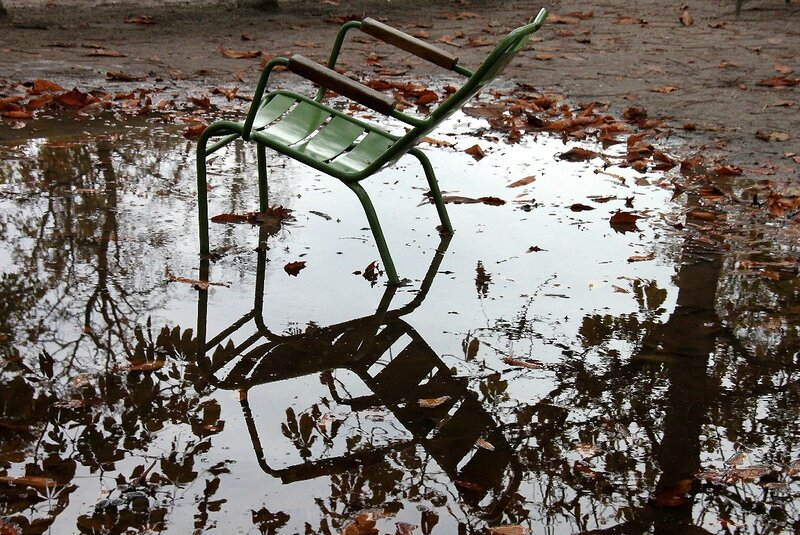 9-chaise, reflets, Tuileries, automne_2746