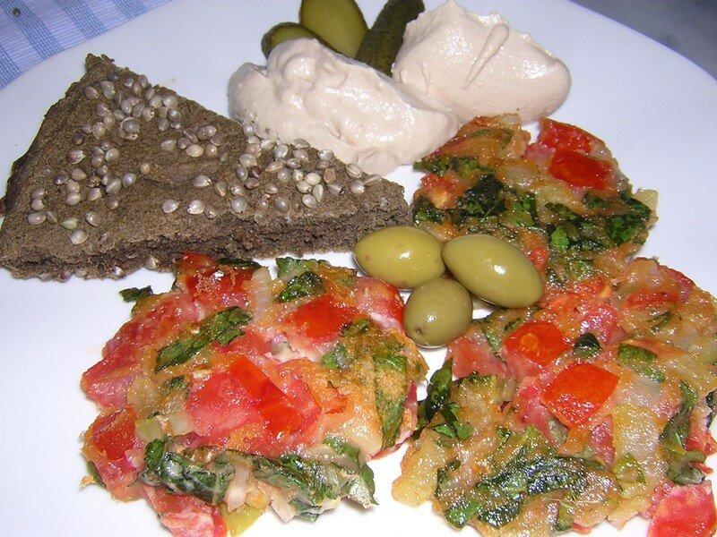 Galettes de tomates cannelle menthe, pain au chanvre