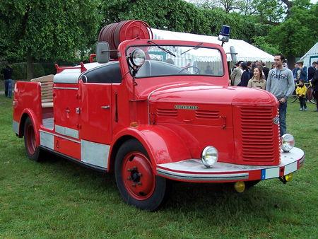 HOTCHKISS Vehicule de pompier Exposition de voitures anciennes du Vesinet en 2009 1