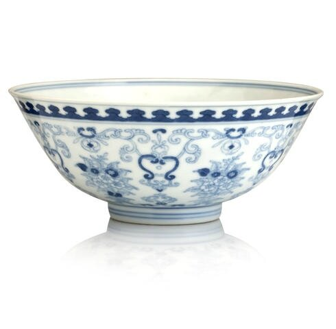 A blue and white bowl painted in pencil technique, Qianlong seal mark. Photo Bonhams.