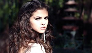 selena-gomez-come-and-get-it-lyrics-585x340[1]