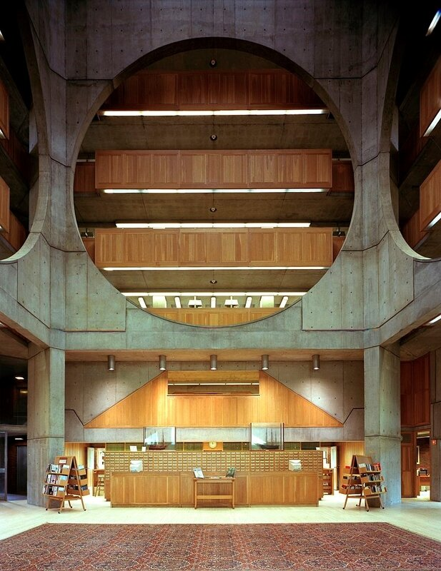 Phillips_Exeter_Library_atrium_Highsmith