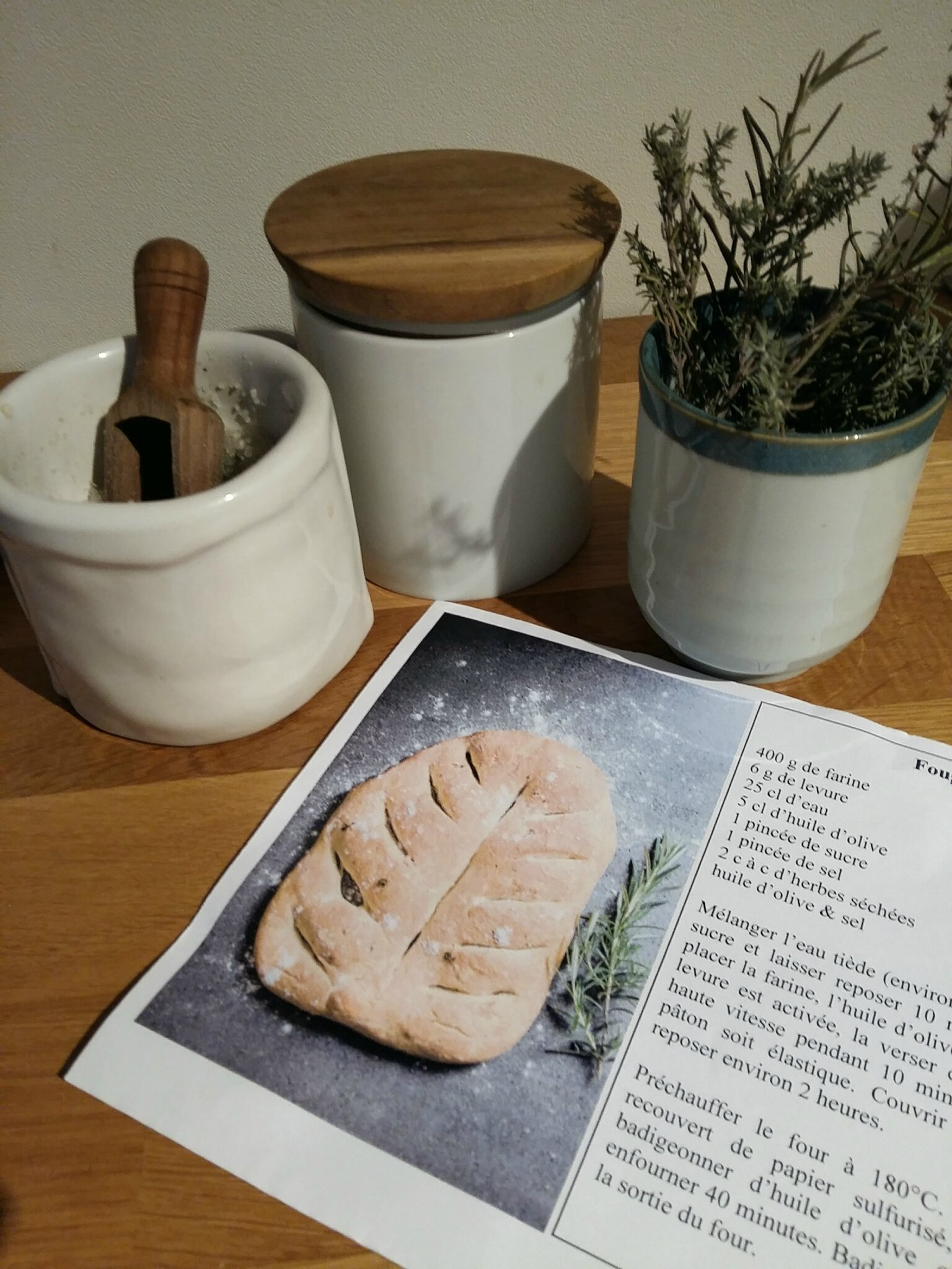 Automne en cuisine: fougasse aux herbes en préparation