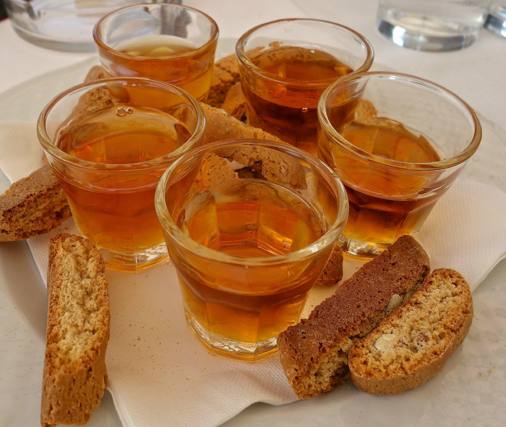 Trani - muscat-biscotti