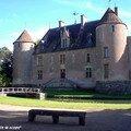 Banc devant le Château de Ainay-le-Vieil (18)