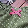 Culotte BIANCA en coton vert salade à pois tête d'épingle blancs - noeud fushia à pois (3)