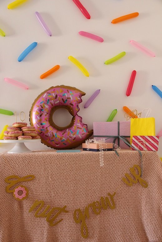 happy_10_donut_party_table