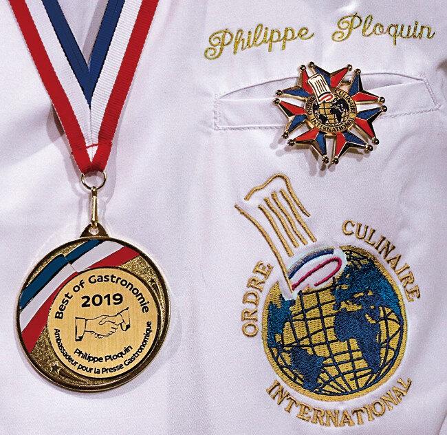 OCI_logo_et_medaille_et_BEST_OF_GASTRONOMY_medaille_sur_chemise_ (2)
