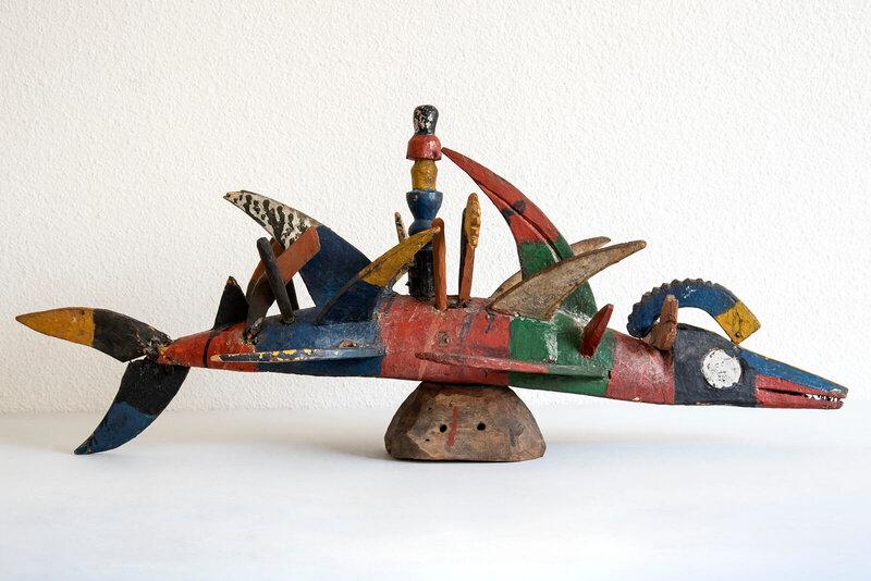 exposition-afrique-en-couleurs-masque-poisson-seconde-moitie-du-20e-siecle-nigeria-delta-du-niger-don-darmand-avril-photographie-musee-des-conf-1600x0