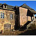 La vieille ferme dans un village de l'aveyron