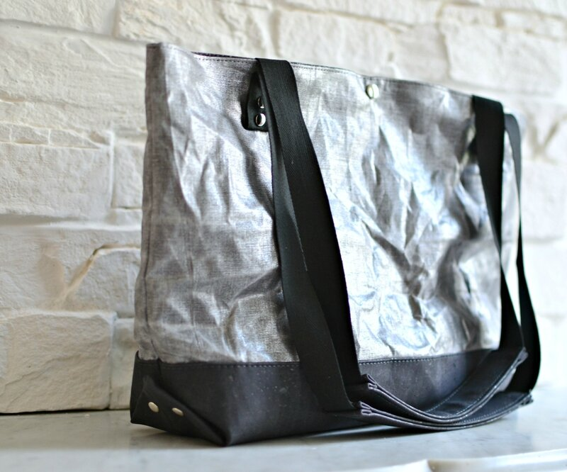 cabas argent et noir en toile enduite cire naturelle et cuir de liege shirley ze pap