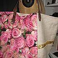 Sac cabas FELICIE n°9 en lin brut et coton enduit imprimé roses, bandes de paillettes or, étoile en cuir vache fauve, fond en simili cuir écru, sangles militaires en cuir (1)