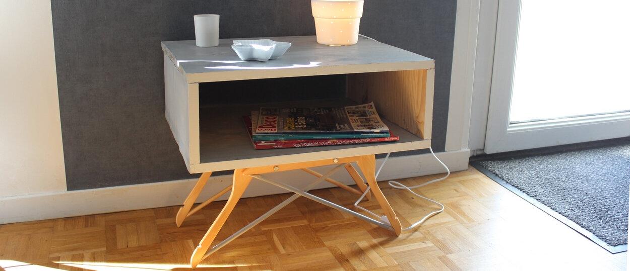 DIY déco récup ! Des cintres en bois pour faire … des pieds de meuble !