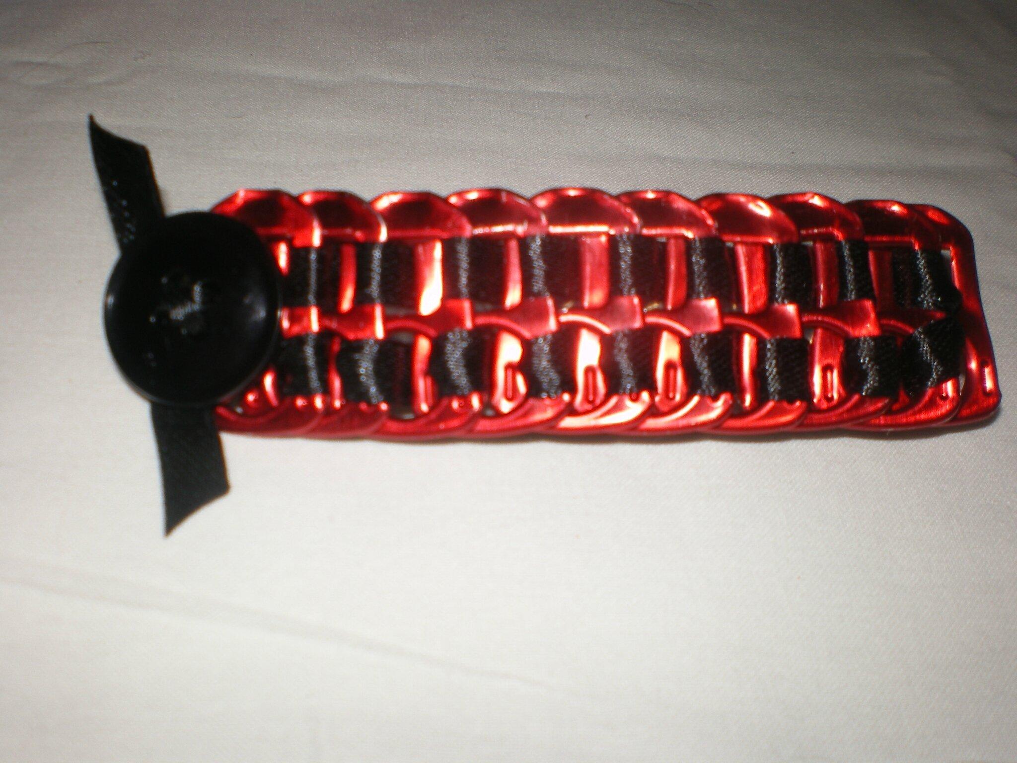 barette capsules rouge, satin noir et bouton