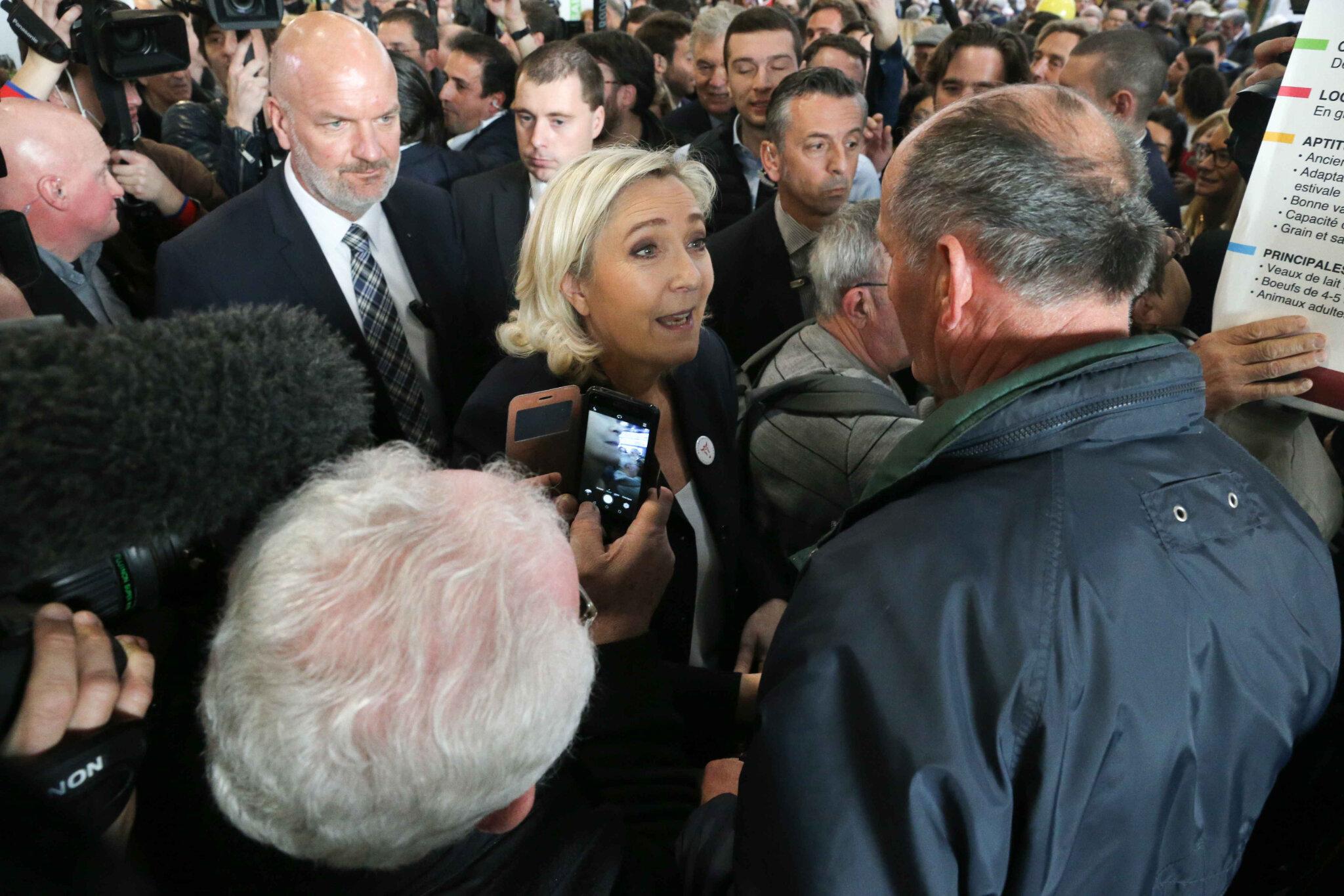 « Emmanuel Macron va-t-il 'Alstomiser' l'agriculture française ? », s'interroge Marine Le Pen. © Michel Stoupak. Jeu 28.02.2019, 10h40m51.