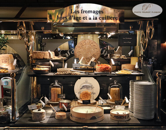 BUFFET_aux_fromages_hors_d_age_et_a_la_cuillere