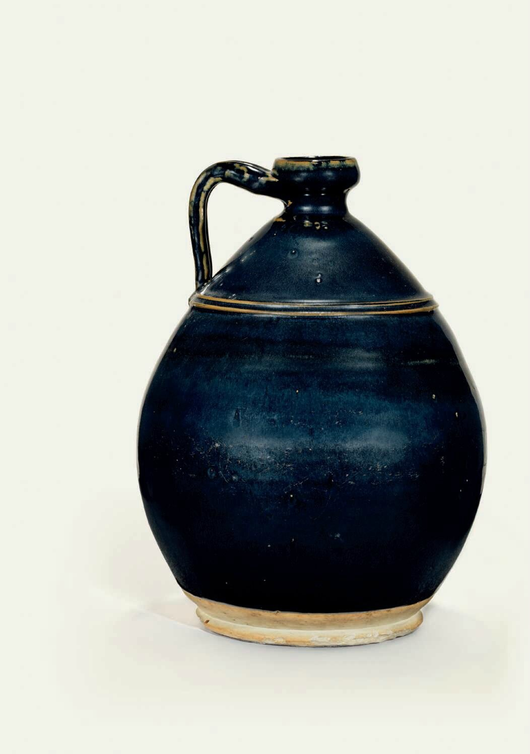 A large Northern black-glazed ewer, Jin-Yuan dynasty (1115-1368