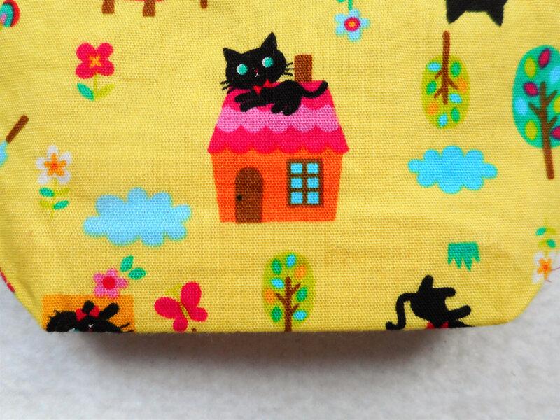 Porte-monnaie chats noirs kawaii jaune zoom dos