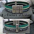 Tout est dit dans ce bracelet en cuir bleu-vert et marine avec inscription