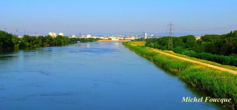 1646) vue sur Lyon et usine elecrtique de Cusset depuis le pont de la Soie (2)