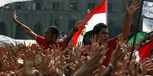 1588873_3_4e47_des-supporteurs-du-club-d-al-ahly-protestent