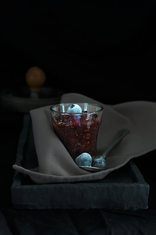 clair_obscur_fruits_rouges_crufiture_chiaroscuro
