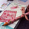 Cadeau maîtresse confiture fraise maison & carnets de notes par Elsa THEME: confiture de fraise/EcolePARTIS PRIS graphisme: lignes, écriture manuelle, poisCHARTE COULEURS : blanc, bleu, rouge, vert : 4 couleurs de la maîtresseMATERIAUX : carnet, papier