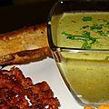 Velouté de brocolis, lard fumé grillé, tuile au parmesan