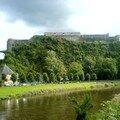 la semois avec en arrière plan le château fort