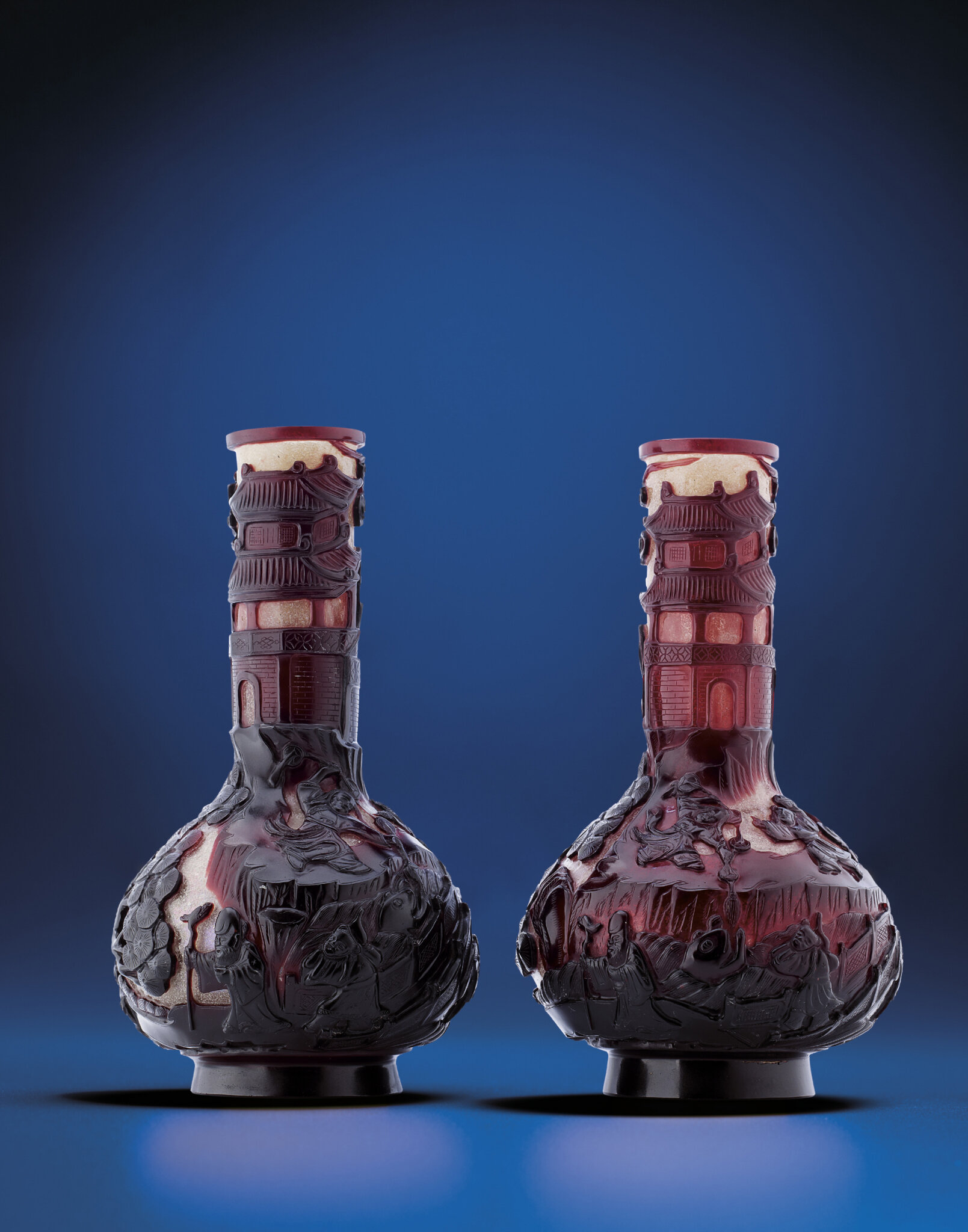 A rare pair of ruby-red-overlay snowflake glass bottle vases, Qing dynasty, 18th-19th century