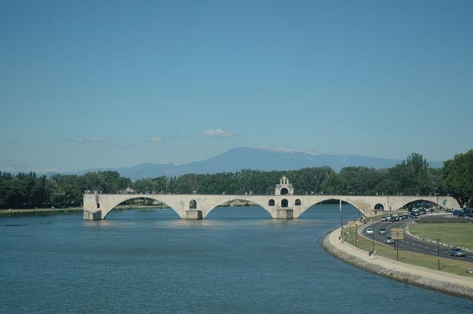 Le pont d'Avignon avec le Ventoux