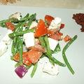 Salade à la grecque accompagnée de délice de tomates séchées