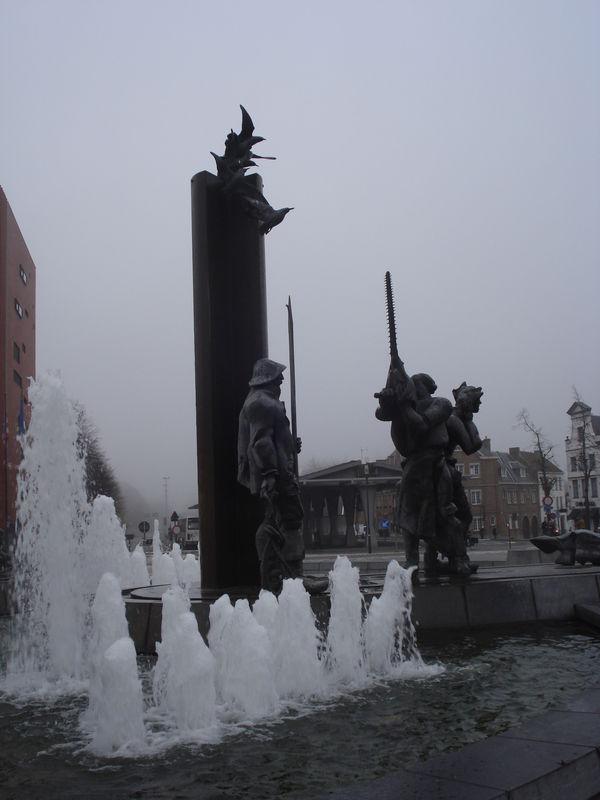 Bruges, sculpture-fontaine, détail 6