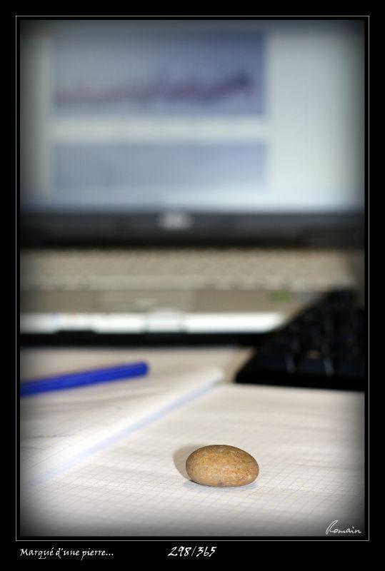 298 - Marqué d'une pierre