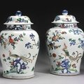 A large pair of famille-verte 'Phoenix' jars and covers, Qing dynasty, Kangxi period